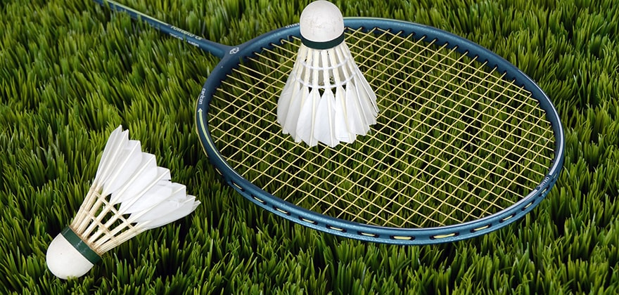10 best badminton racquets in india featured image swag swami article